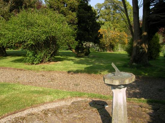Dungannon, UK: Sun Dial and gardens