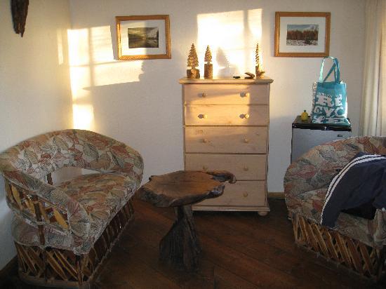 Tioga Lodge at Mono Lake: sitting area