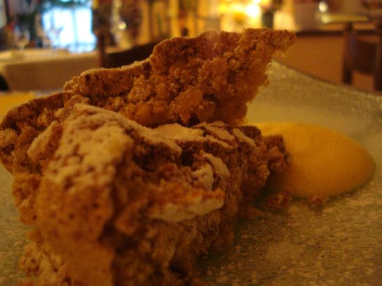 Castagnole Monferrato, Italien: torta di nocciole di nonna Claudina