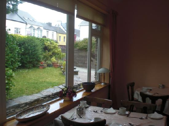 O'Sheas B & B: Dining Room Window