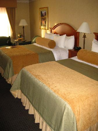 BEST WESTERN PLUS Silver Saddle: Large comfortable room with 2 queen beds
