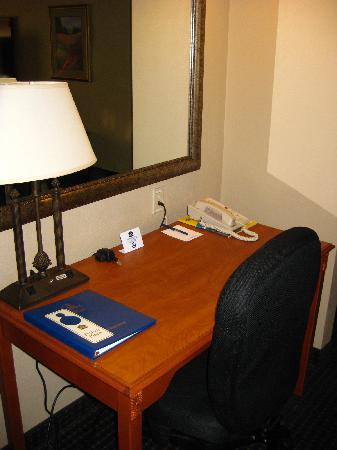 BEST WESTERN PLUS Silver Saddle: Work table