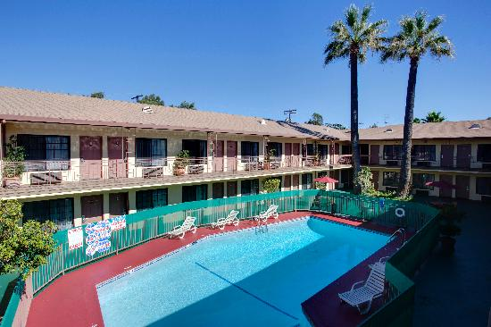 Studio City Court Yard Hotel: pool