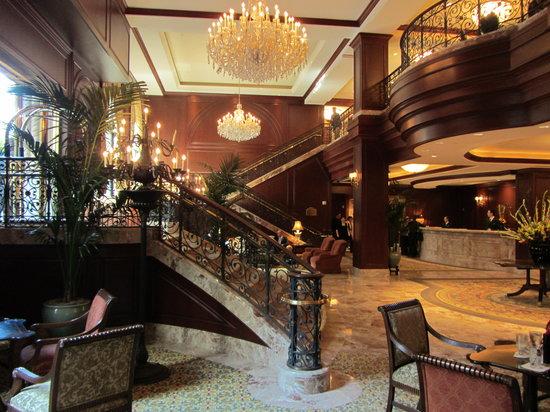 Omni San Francisco Hotel: Foyer and Reception Area