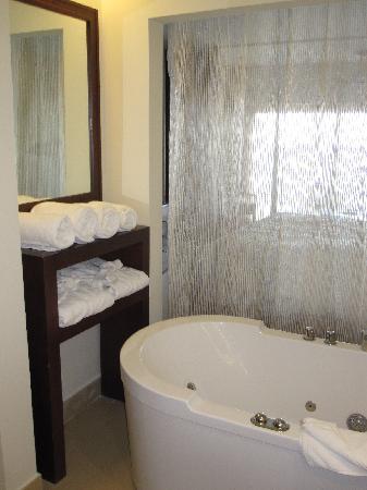 Secrets St. James Montego Bay: shower