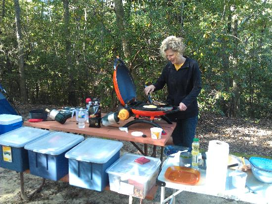 Williamsburg KOA Campground: Wife cooking breakfast