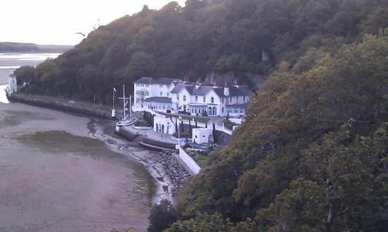 Hotel Portmeirion: Lovely situation with gorgeous views from bedroom
