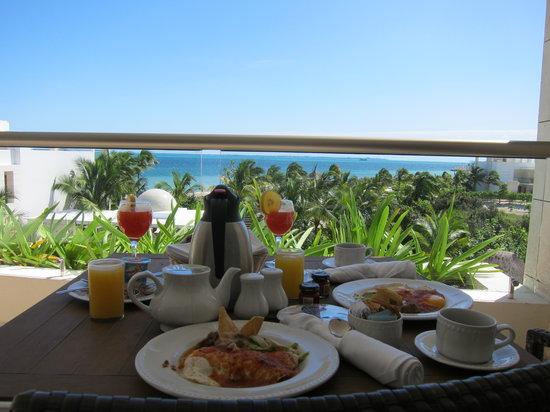 Excellence Playa Mujeres: Breakfast on the Terrace:)