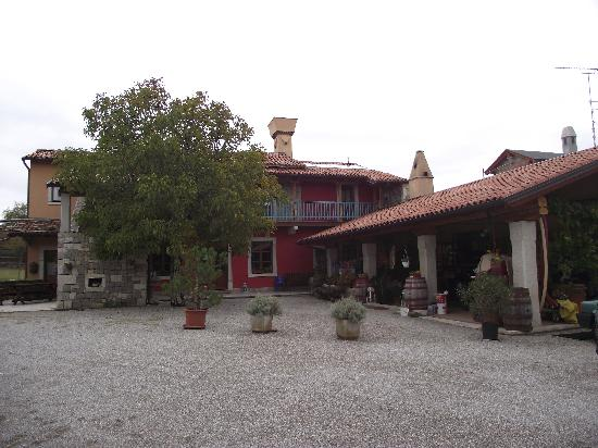 Agriturismo Le Torri di Slivia : courtyard