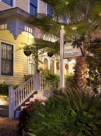 Cozy Green Palm Inn in Savannah GA USA