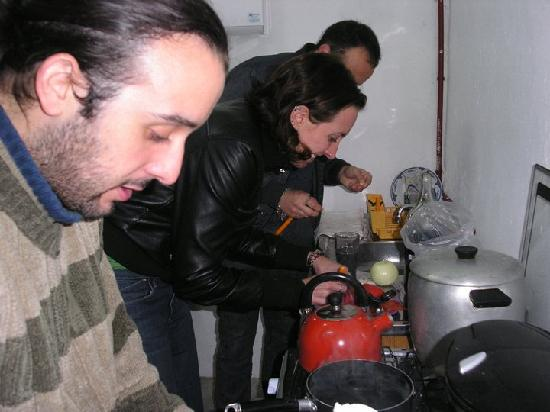 Atlas Hostel Montevideo: Who is really cooking?