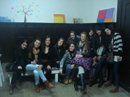 Atlas Hostel Montevideo: Chicas, chicas y más chicas lindas