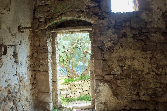 Borgo Hedone: grotta chiafura