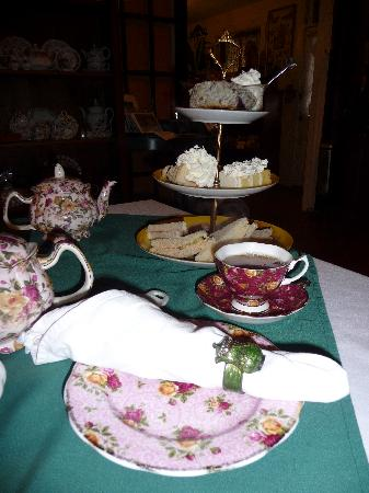 Ye Old English Shoppe: Modified high tea (for one)