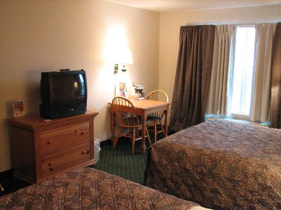 Red Roof Inn & Suites Knoxville East: Room 224