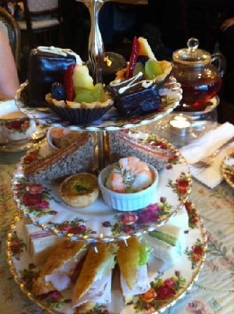 Adonia: afternoon tea