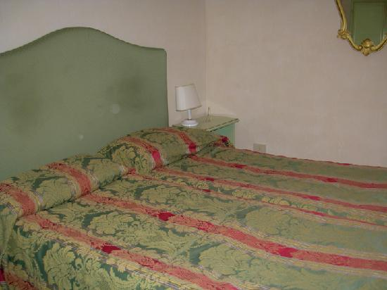 Hotel San Zulian: Twin beds