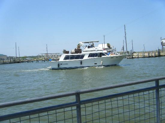 Kemah Boardwalk: watching the boats~peaceful & calming