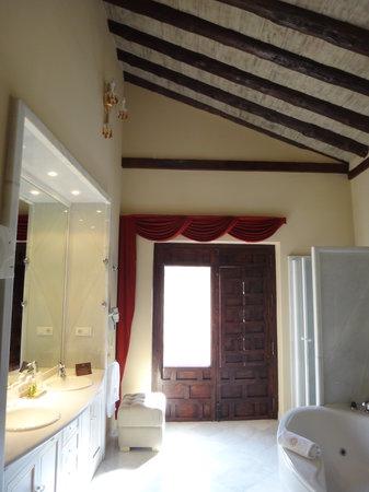 Hotel Casa 1800 Granada: The bathroom for the suite room