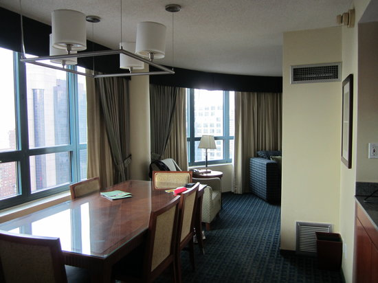 DoubleTree Suites by Hilton Hotel New York City - Times Square: Times Square View - Dining