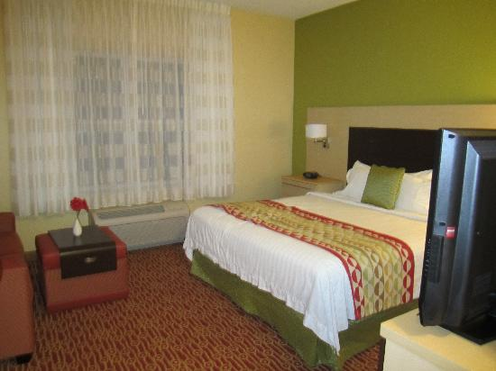 TownePlace Suites Laconia Gilford : King studio room
