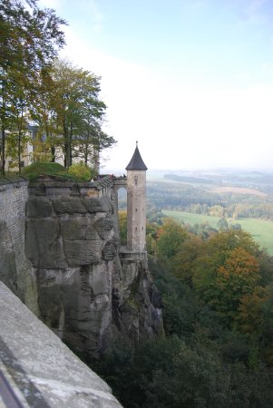 Koenigstein, Tyskland: Konigstein wall above the Elbe