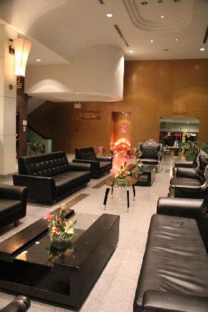 New Season Hotel: Lobby. There is a restaurant beyond the lobby