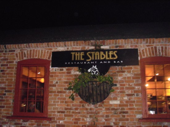 The Stables Restaurant & Tavern : Nice pub
