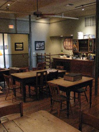 Riverwalk Vista: dining room