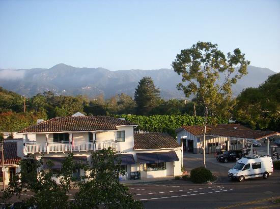Montecito Inn: View from breezeway