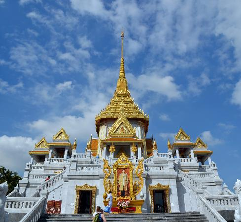 Glorious temple housing the Golden Buddha - Picture of Temple of the Golden B...