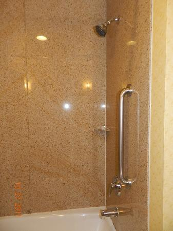 Comfort Suites Eugene: Shower