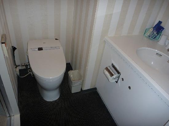 Hotel Villa Fontaine Tokyo-Shinjuku: トイレ