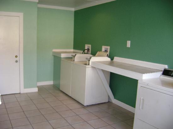 Days Inn & Suites Amelia Island at the Beach: Guest Laundry
