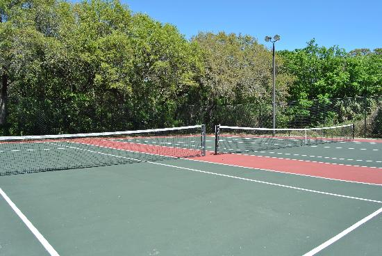 Days Inn & Suites Amelia Island at the Beach: On Site Tennis Courts