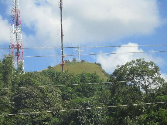 Zuric Pension House: View of Mt Tapyas from Ralph's