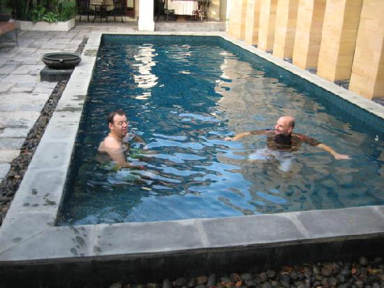 Bann Tazala: Swimming Pool