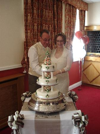 Borough Arms Hotel: Cutting the cake