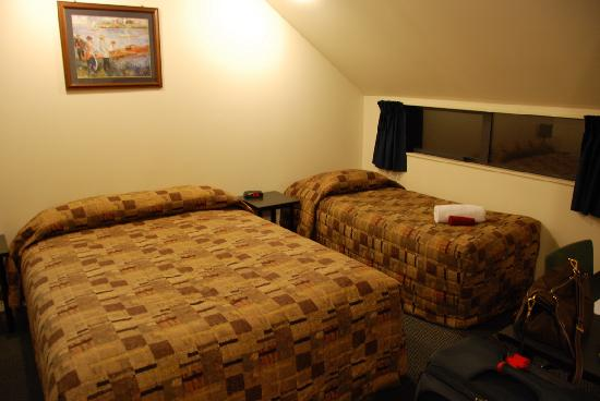 298 Westside Motor Lodge: The beds