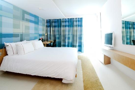 Le Fenix Sukhumvit: our standard room