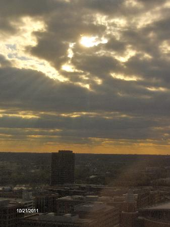 Hyatt Regency Columbus: Sun setting over parking garage