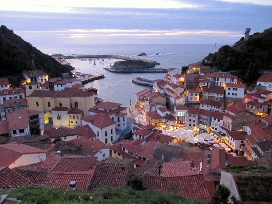 Hotel Casa Prendes : The village