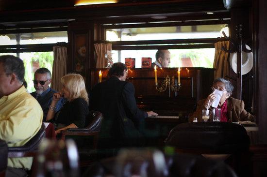 Vivaldi Cafe Restaurante