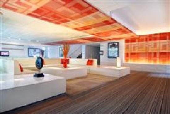 Le Fenix Sukhumvit: hotel lobby