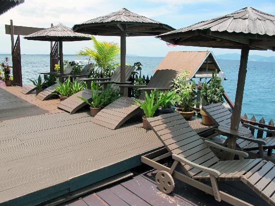 Singamata Adventures Semporna : Sun chairs