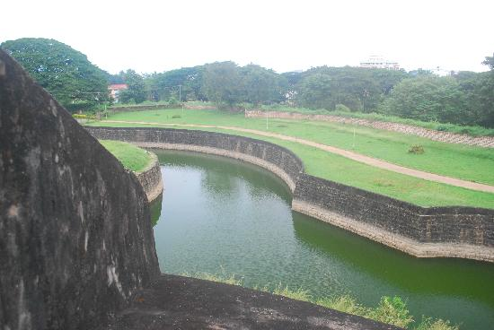 Palakkad, Indien: A view of the moat from the ramparts