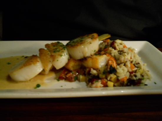 Columbus Fish Market Crosswoods: shrimp & scallops