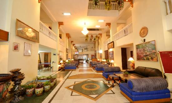 Dynasty Resort: Lobby