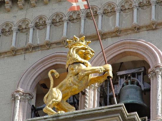 Duomo di Messina: Der Löwe der Uhr