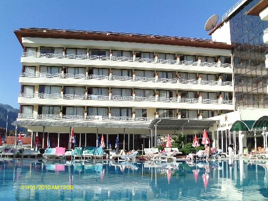 L'Etoile Hotel: Poolside